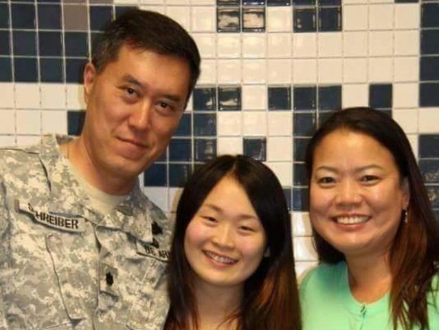 Foto12 Família Schreiber Pais adotivos perdem o prazo e filha será deportada; pai estava servindo no Afeganistão
