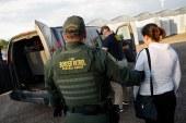 """""""Coiotes"""" abandonam mais de 1.400 imigrantes no deserto"""