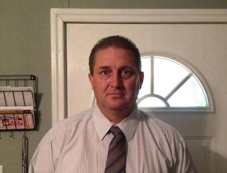 """Foto22 William Dugat 1 1 Diretor escolar diz que indocumentados """"sujam"""" os EUA"""