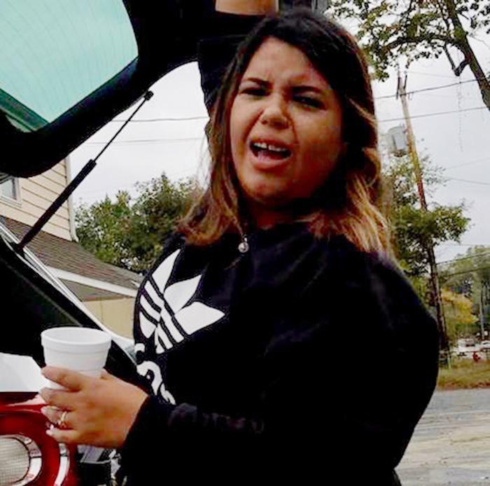 Foto24 Christine Krynski Brasileira aplica golpe da carteira e lesa dezenas de imigrantes