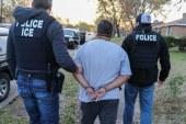 Batidas do ICE em 2 estados resulta em 105 prisões