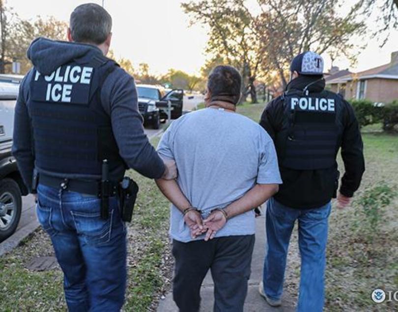 Foto7 Batida ICE Batidas do ICE em 2 estados resulta em 105 prisões