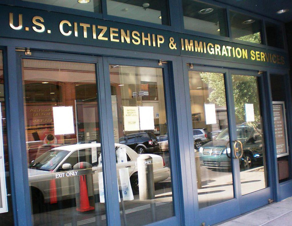 Foto8 Predio do USCIS Vítimas de fraude migratória correm risco de deportação