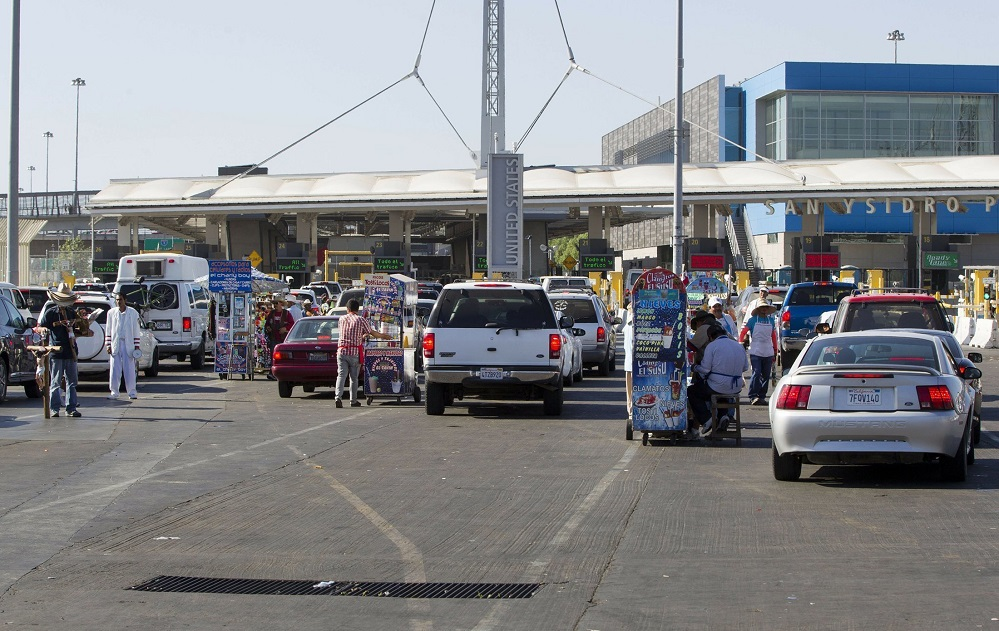 Foto1 Posto San Ysidro  Estudo: EUA perderia milhões se fechasse fronteira com o México