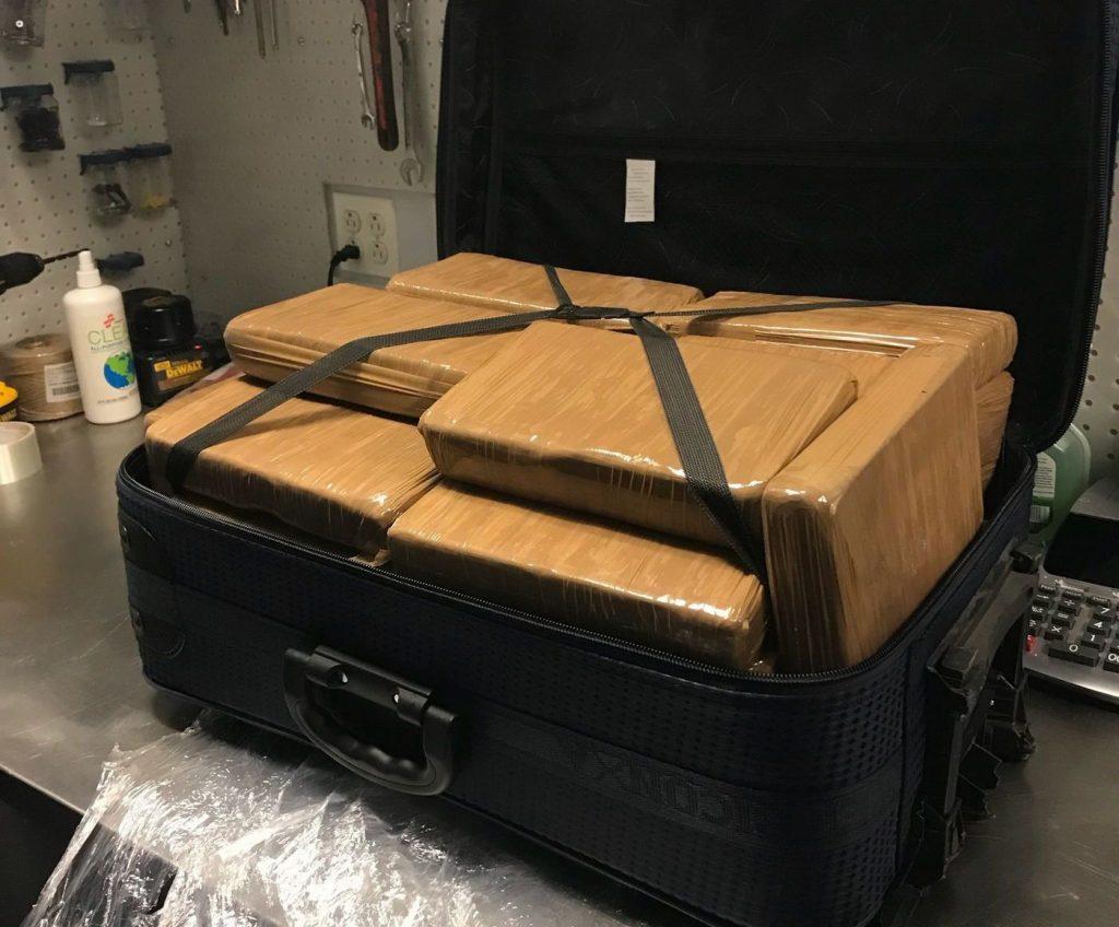 Foto23 Cocaina na mala Encontrada mala com US$ 1.3 milhão em cocaína no JFK