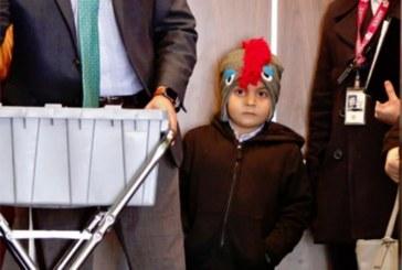 """Menino de 6 anos """"defende-se"""" sozinho em Corte de Imigração"""