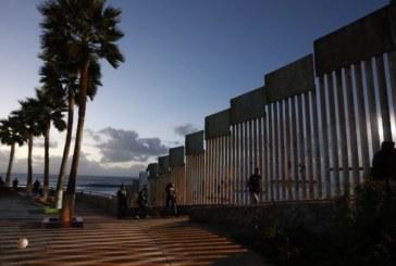 Membro de caravana na fronteira dá à luz no lado dos EUA