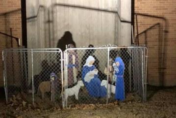 Igreja cerca presépio com grades em defesa aos imigrantes