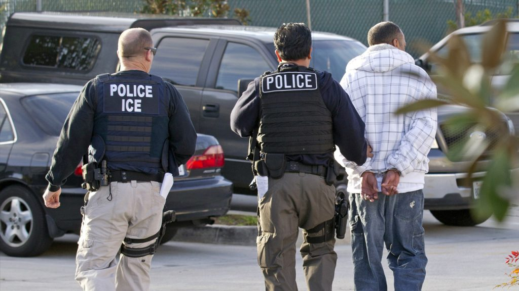 Foto18 Prisao ICE ICE ameaça aumentar número de batidas em New Jersey