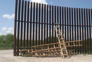 Campanha na internet visa compra de escadas para pular muro na fronteira