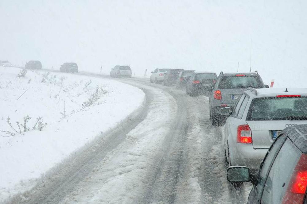 Foto14 Carros na neve DOT alerta motoristas antes de tempestades de neve em NJ