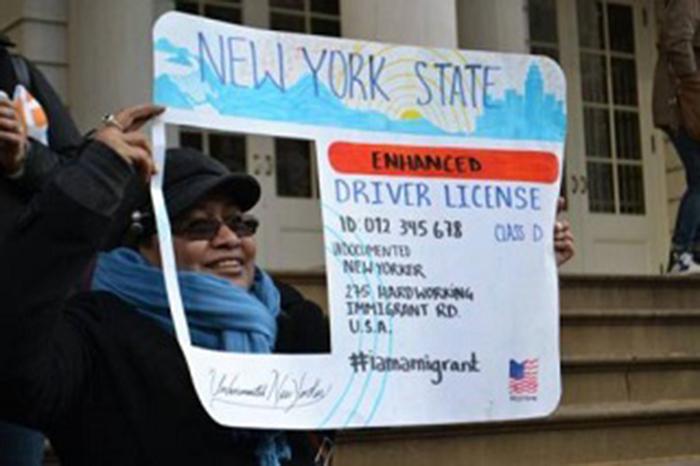 Foto24 Ativista em NY Ativistas criam fundo em prol de carteiras para indocumentados em NY