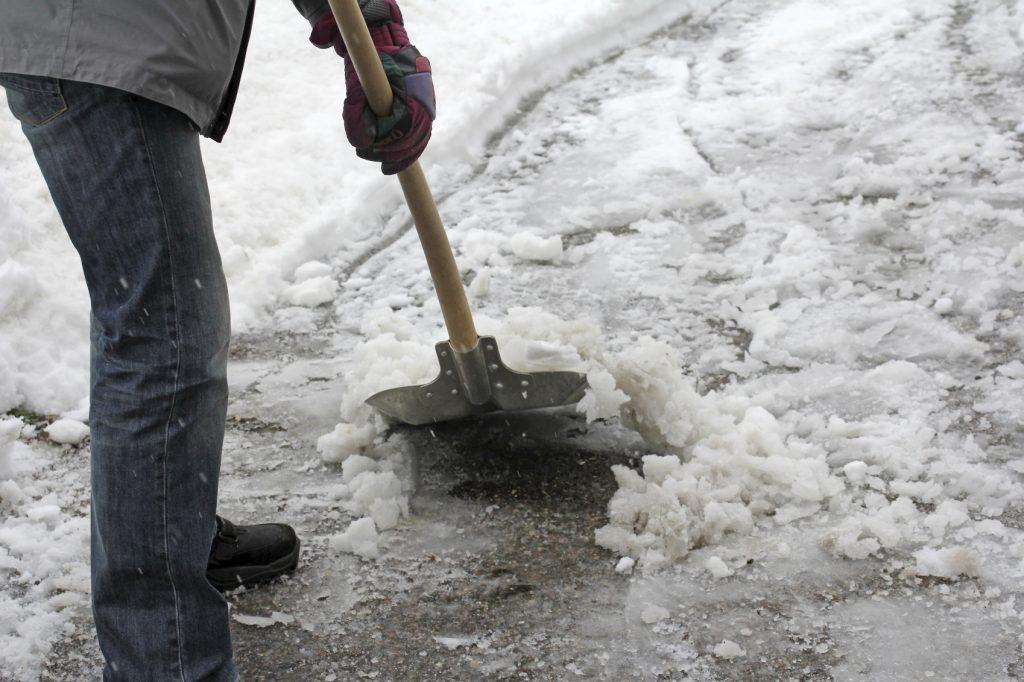 Foto25 Removendo neve Metereologia prevê neve e frio intenso no fim de semana em NJ