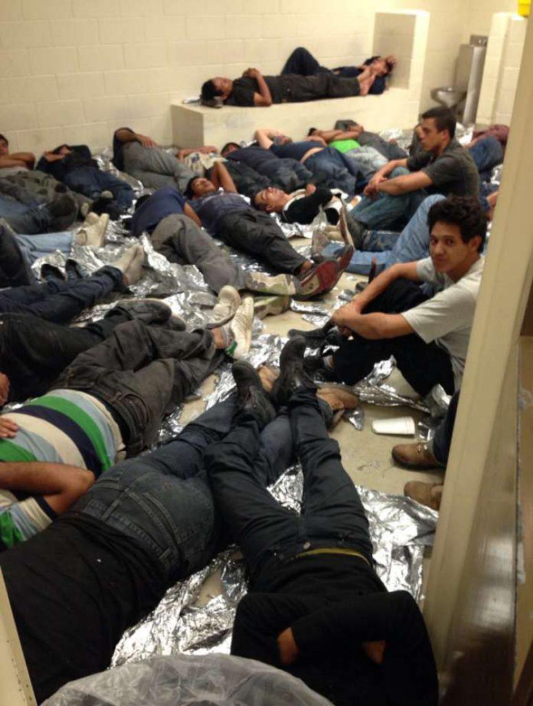 Foto5 Imigrantes em abrigo ICE deixa imigrantes nas ruas devido à superlotação em centros de detenção