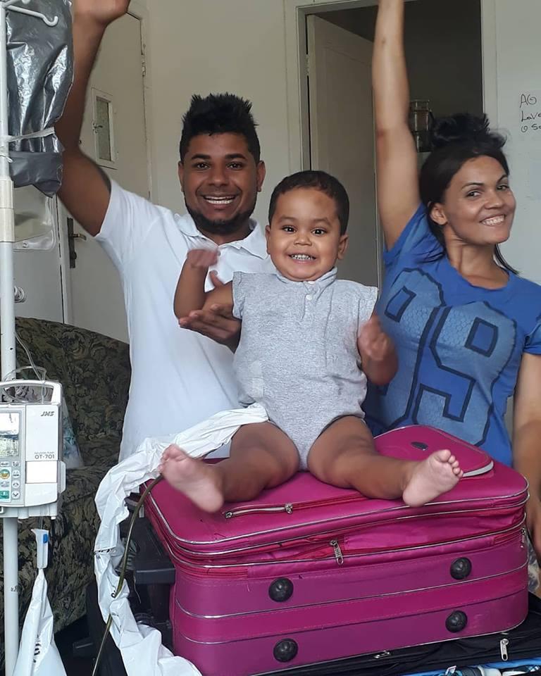 Foto15 Samuel Soares dos Santos e pais  Brasil libera US$ 1.6 milhão para transplante de menino nos EUA