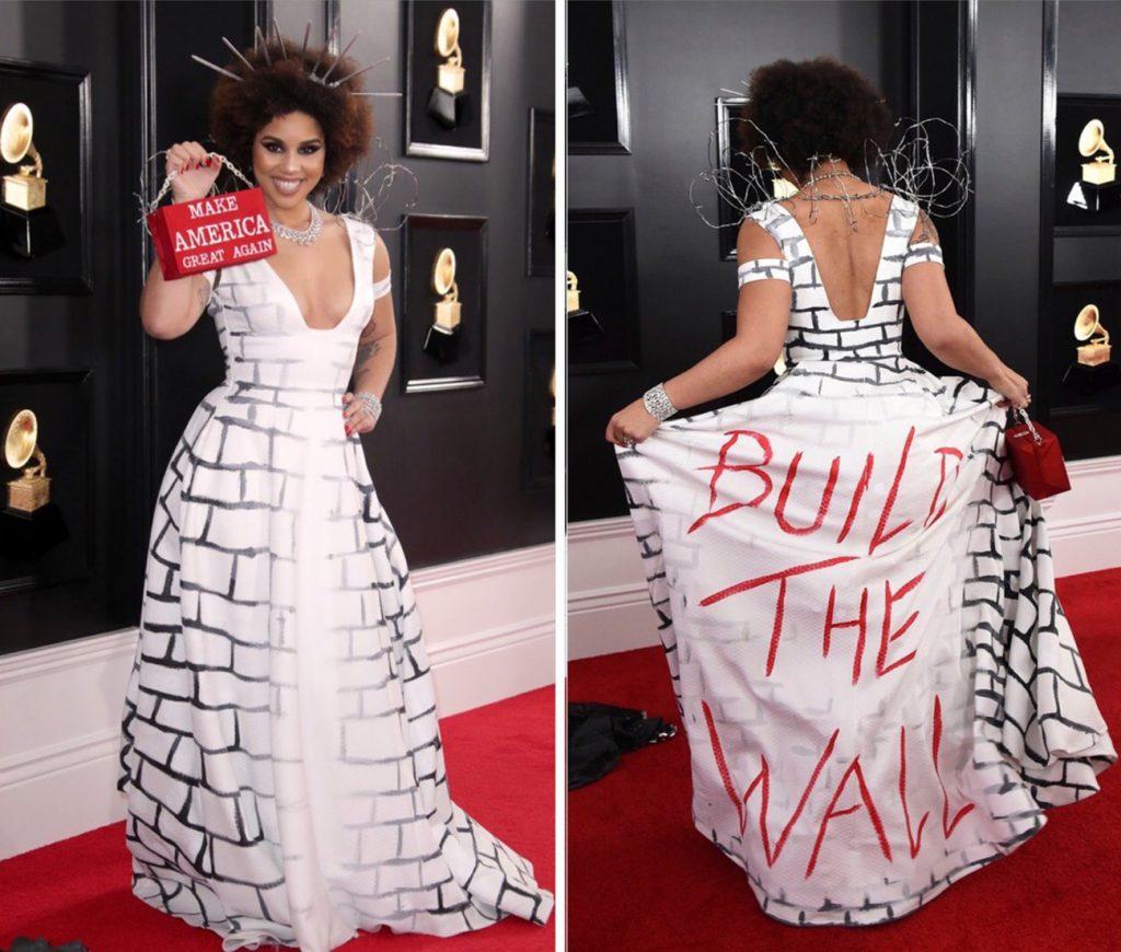 """Foto18 Joy Villa Cantora filha de imigrante gera polêmica com vestido """"O muro"""" no Grammy"""