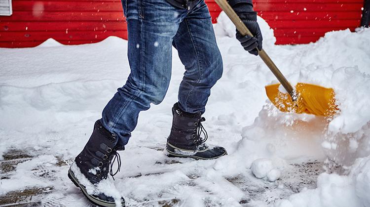 Foto20 Tirando neve Especialistas preveem neve na noite desta segunda feira