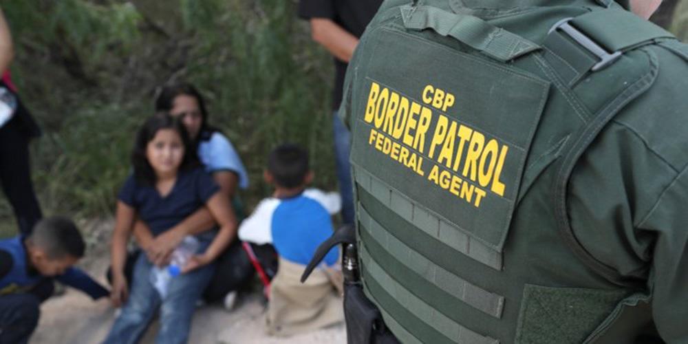 Foto21 Criancas separadas na fronteira25525 245 crianças foram separadas das famílias após proibição