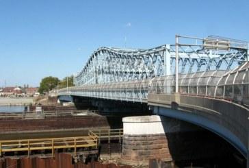 Homem tenta suicídio ao pular de ponte em Newark