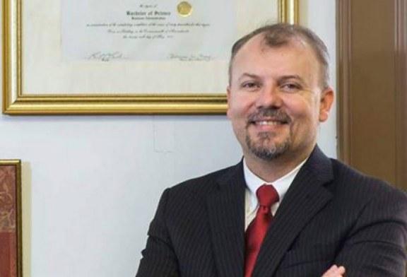 Advogado alerta que ICE monitora telefonemas de presos