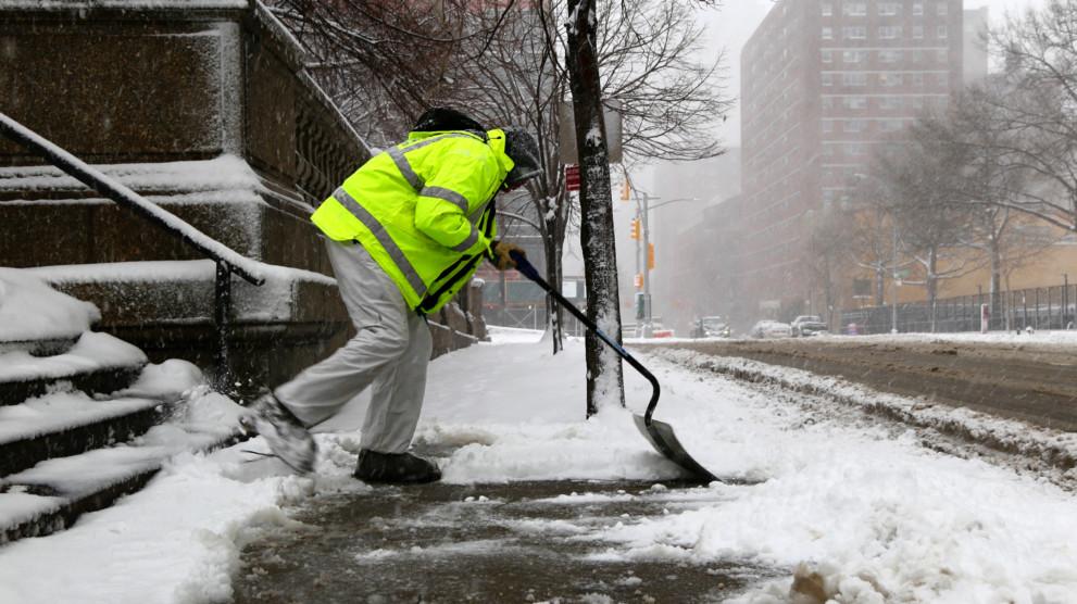 Foto6 Tirando neve Meteorologistas preveem a volta da neve em NJ