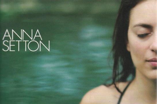 Suavidade, seu nome é Anna Setton