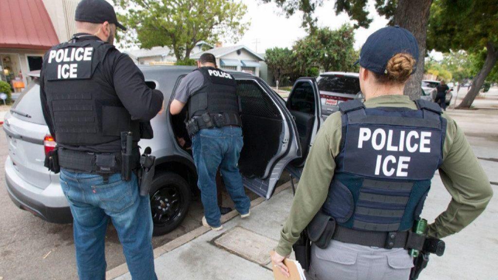 Foto14 Agentes do ICE ICE bate recorde na prisão de indocumentados sem antecedentes criminais
