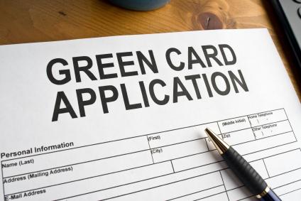 Foto17 Aplicacao para o green card Orçamento de Trump prevê aumento das tarifas para imigrantes legais