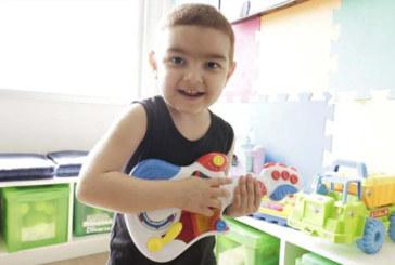 Brasileirinho busca doador de medula compatível contra síndrome rara
