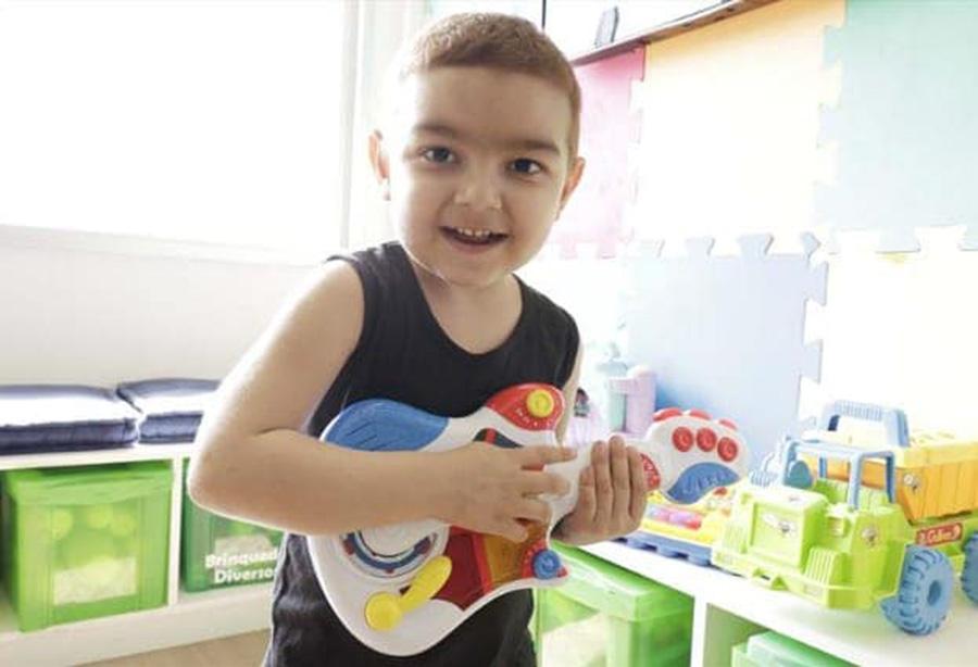 Foto24 Renato Faria Fernandes  Brasileirinho busca doador de medula compatível contra síndrome rara