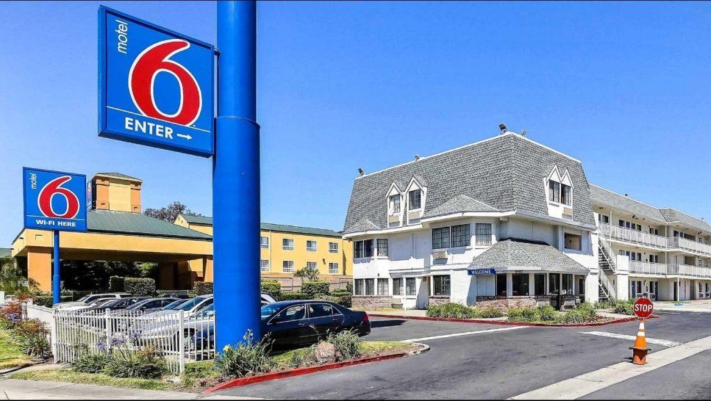 """Foto16 Motel 6 Motel 6 pagará US$ 12 milhões por """"entregar"""" hóspedes ao ICE"""