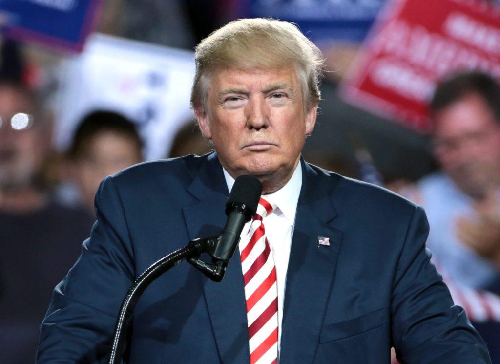 """Foto19 Donald Trump Trump quer """"despejar"""" indocumentados em cidades santuário"""