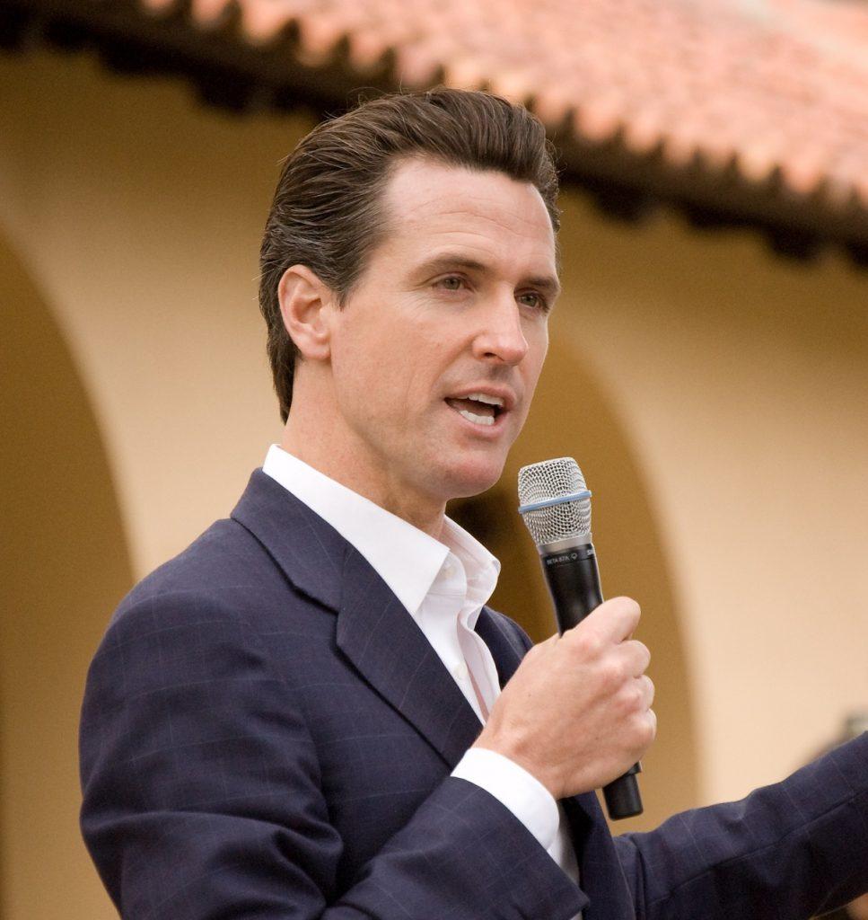Foto1 Gavin Newsom Califórnia avalia seguro de saúde estadual para indocumentados