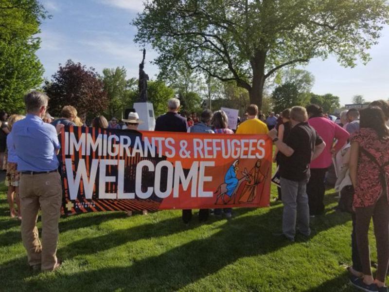 Foto4 Protesto em Iowa Batidas do ICE comprometem mão de obra em Iowa