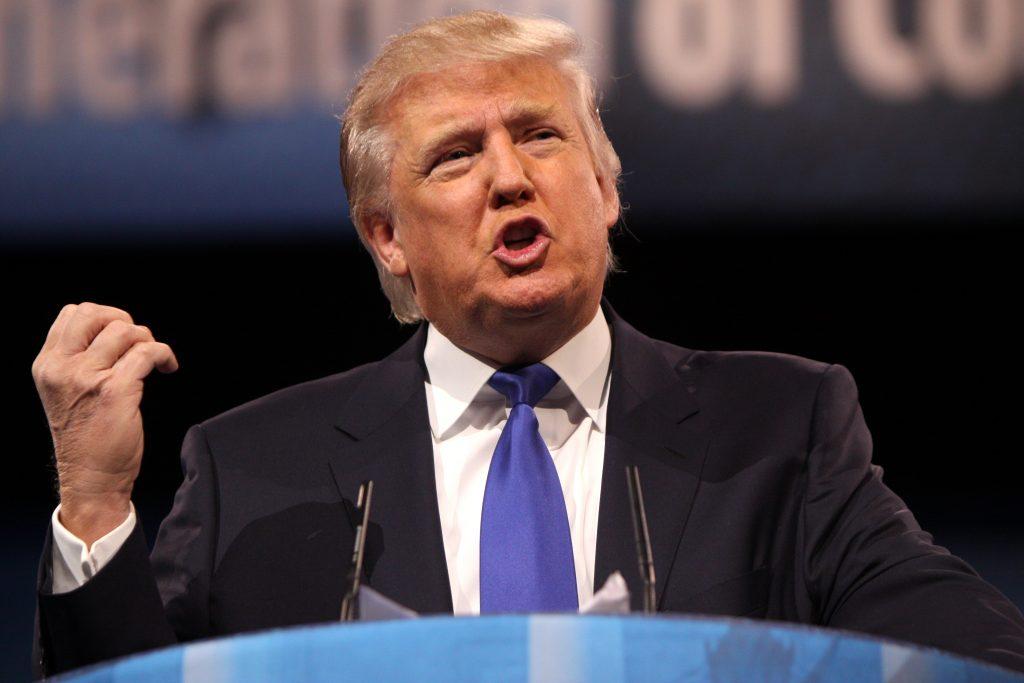 """Foto9 Donald Trump Trump """"ri"""" de sugestão para atirar em imigrantes na fronteira"""