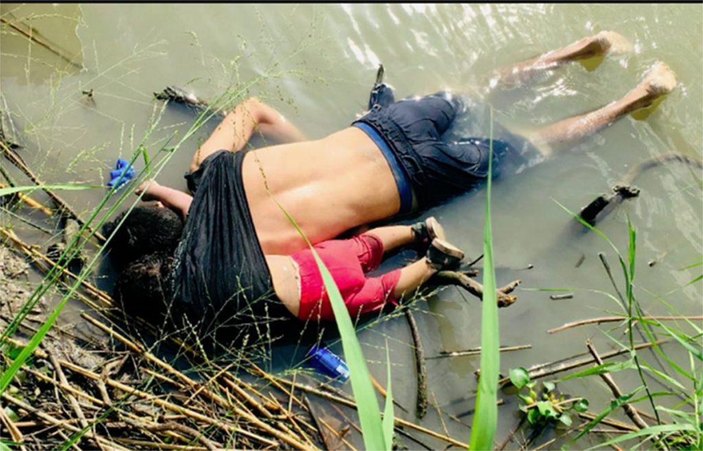 """Foto11 Oscar Alberto Martinez e Valeria Diretor da Imigração """"culpa"""" pai pelo próprio afogamento na fronteira"""