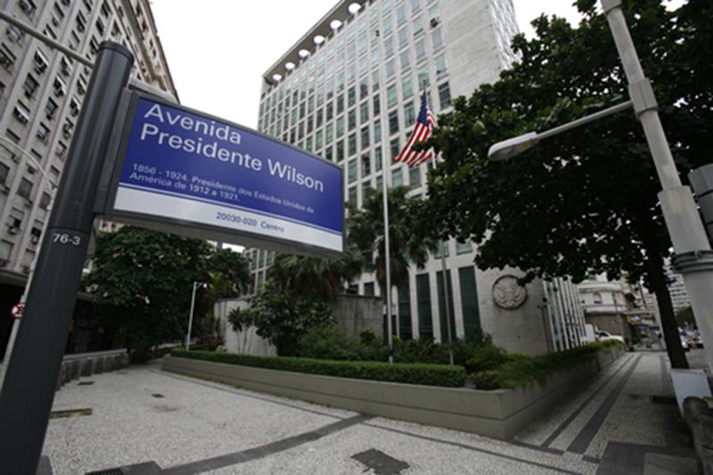 Foto15 Consulado dos EUA no RJ  Polícia desbarata esquema de visto americano com documentos falsos em GV