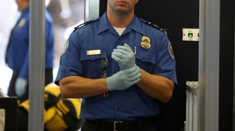 "Foto22 Agente TSA Passageira processa TSA por revista ""humilhante"""