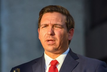 Governador da Flórida assina decreto banindo cidades-santuário