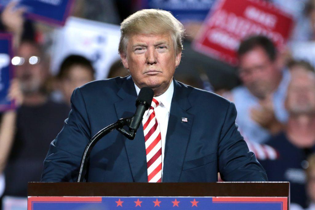 "Foto23 Donald Trump Trump considera ""falsas"" pesquisas que indicam liderança de democratas"