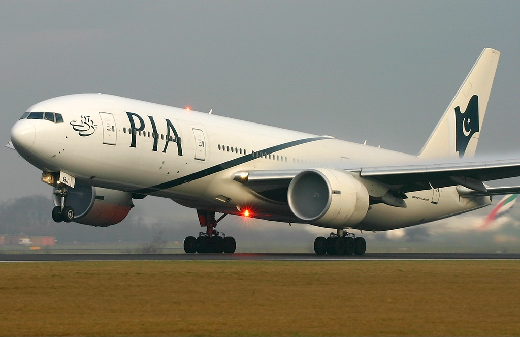 Foto26 Pakistan International Airlines Passageiro abre saída de emergência de avião pensando ser banheiro