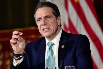"""Governador assina lei que criminaliza """"vingança pornô"""" em NY"""