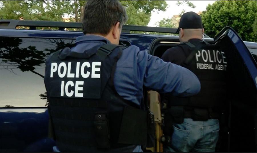 Foto12 Batida ICE Após 20 anos, indocumentada é denunciada e enfrenta deportação