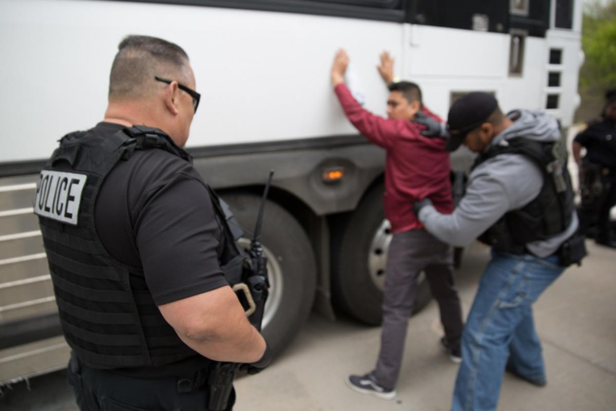 Foto17 Batida ICE Empresas recusam pedidos de suspensão de batidas do ICE em ônibus