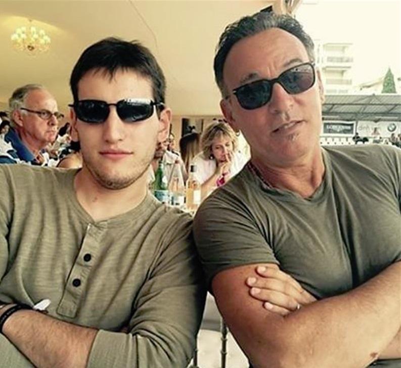 Foto18 Sam e Bruce Springsteen Filho de Bruce Springsteen vira bombeiro em NJ