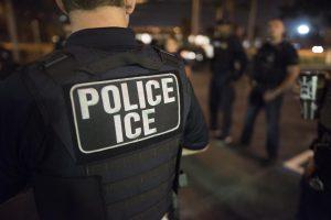Foto10 Batida ICE  300x200 Batidas do ICE resultam na prisão de 7 brasileiros em NJ