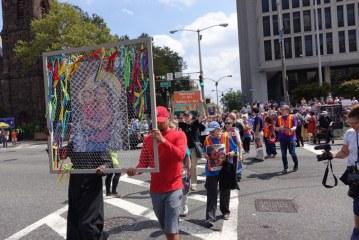 Ativistas católicos protestam em Newark contra separação de imigrantes
