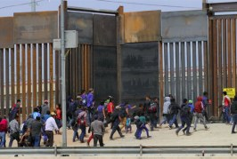 Foto20 Imigrantes na fronteira 266x179 Home page