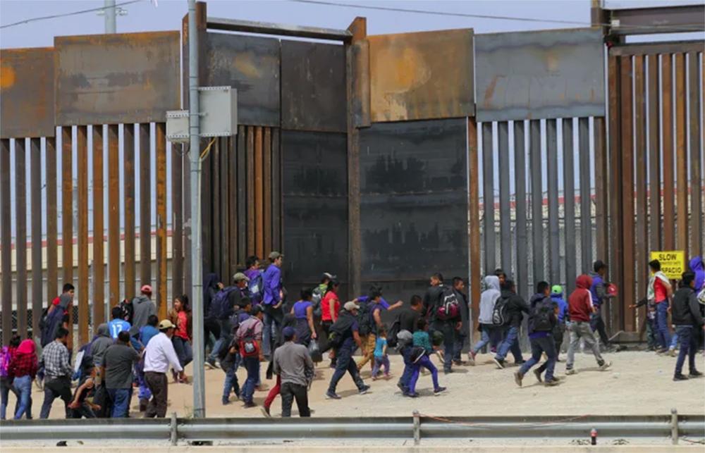 Foto20 Imigrantes na fronteira ONU transporta migrantes pelo México de volta à América Central
