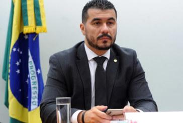 """Fantástico expõe expõe possíveis """"falcatruas"""" do deputado Luís Miranda"""